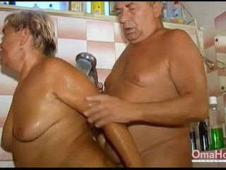 OmaHoteL Grandma Sexually Active in the Bathroom